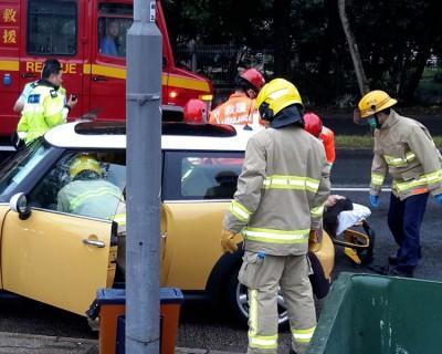 许金山的妻子和次女,被发现倒毙在轿车内。