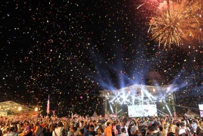 全国政权变天后的首只国庆,星期六后原关仔比试举行全国首站推介,約3万5000人口同首相敦马哈迪联名对历史一刻。推展礼上啊放烟花,受全场观众觉得惊喜。