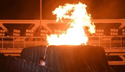 王莲香点燃火炬台,雅加达亚运会正式开幕。