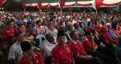 """在亚罗士打举行的首站""""新马来西亚之路""""巡回讲座会,吸引各族人民出席聆听。"""