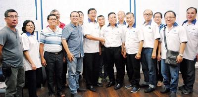马华峇眼区会改选提名截止之后,林海顺和陈诠峰列领军开战全面开打。