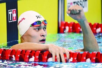 华泳军头号明星孙杨闪亮登场,当丈夫200米自由泳预赛中小列榜首。