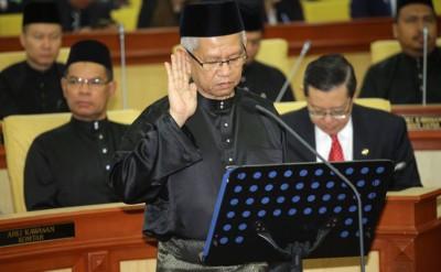 扎基尤丁周四出席宣誓礼,周五因病假缺席开幕礼。