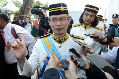 刘子健:目前议会也没有接到限制首长两届任期的动议,这须问槟州首长曹观友。
