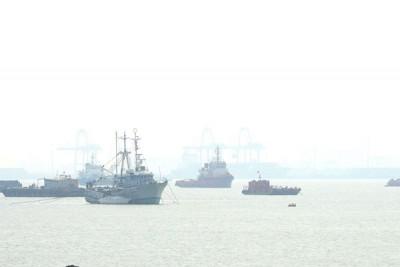 海上看去烟雾迷蒙,可是周三截至下午1常能见度仍发生16公里。