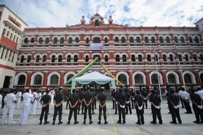 吉隆坡圣约瀚中学拖欠电费,一度被国能停供电流,引起教育部关注。