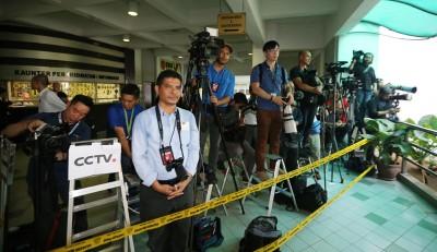 中外媒体驻守,为报导这批世纪刺杀案裁决。
