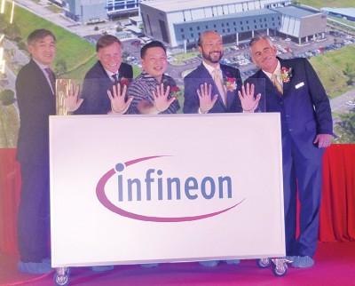 (左起)黄国忠、哈尼柏、雷京、慕克里以及彼得哈尔共同主办新厂启用礼。