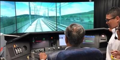 """敦马""""试驾""""子弹火车,亲自感受精准的操作系统。"""