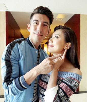 贾静雯及修杰楷2015年注册结婚,婚姻生活美满。