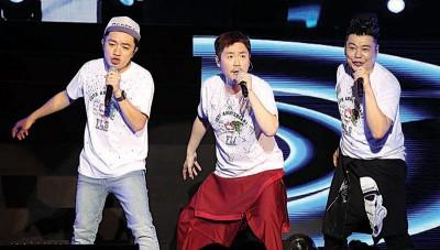 王祖蓝、阮兆祥和李思捷再度合体来马,在《福禄寿十周年演唱会》上频频发放笑弹,让全场观众笑爆肚!