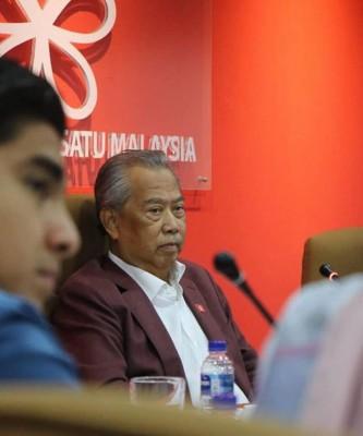 慕尤丁在继续化疗期间,执委党阵主持最高理事会会议。(图片取自慕尤丁脸书)