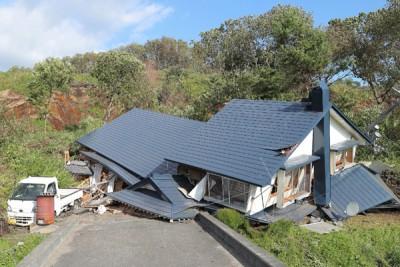 多中房子被山泥掩埋。(法新社照片)