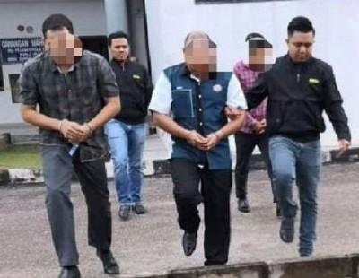 5名警官及警员涉嫌向非法按摩院业者收取4000令吉贿款,而遭反贪会逮捕,于周六起延长扣留5天。(反贪会照片)