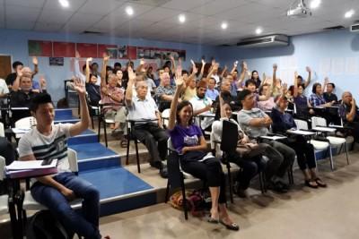 """针对问及""""若槟州公共交通提升得更有效率,您是否愿意搭乘"""",出席者举手回应。"""