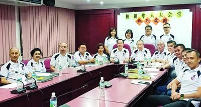 槟州华人大会堂主席拿督许廷炎,签字理主席丹斯里陈坤海,副主席拿督陈来福与一多理事召开文化节新闻发布会。