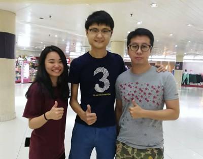 (左起)学院生王丽云、王伟俊及王庭仁赞成让18岁者投票。