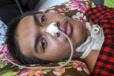 莫哈末法兹因头部受伤和脊椎碎裂终身瘫痪。