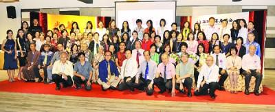 《水墨光华》百人展筹委、槟城水墨画协会成员、本报代表等出席嘉宾合影。