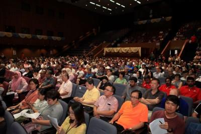 约有800人出席周日在槟州大会堂举行的对话会。