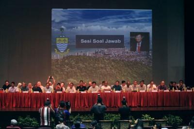 槟州政府与SRS专家与群众面对面对谈,发问踊跃。