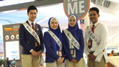 机场控股公司在机场主要地点,安排了能说流利华语的职员,为不谙马来语的旅客提供支援。