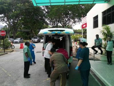 受伤的嫌犯及时送往槟城医院抢救。