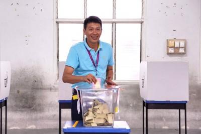 陈志忠投下神圣一票。