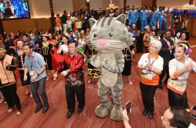 全场同欢共舞,为槟城亚太区大师运动会画上完美句点。