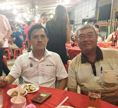 胡德圸(右):淡汶峇眼的津贴柴油站2年前关闭。吴俊益希望可以在短期内解决渔民的问题。