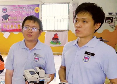 左是王佳儿老师、右为邵心恩老师。
