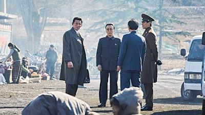 男星黄政民(左一)每当《输寒谍战》遭逢去朴采瑞。