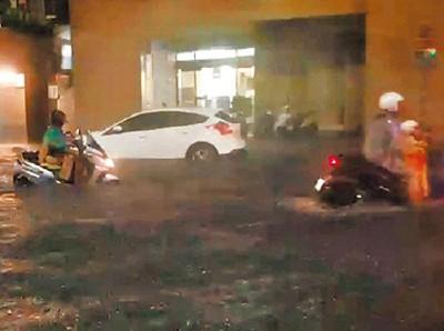 基隆市区淹水一度逾20公分。
