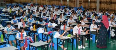 被三趟学生给布置在吉华文化中心大礼堂上课及应考PT3试。