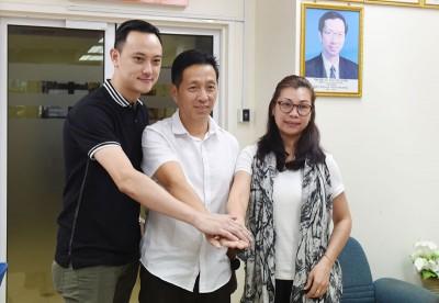 民政党候任主席胡栋强(中)及妇女组主席黄沛琳(右)及民青团团长张引弘。