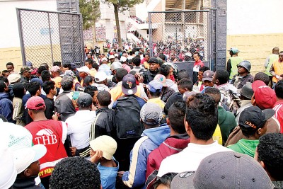 马达加斯加球迷想亲眼目睹利物浦前锋马内的风采,才致使场面混乱。