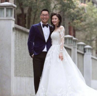 张雨绮(右)与袁巴元。