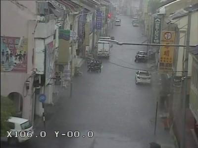市区胡椒埕一带出现严重积水情况。