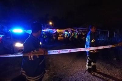 警方及消拯人员封锁发现炸弹的现场。