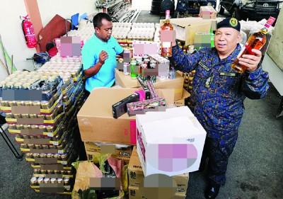 阿都拉迪展示总值约150万令吉各类啤酒、香烟以及烈酒。