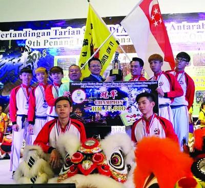 新加坡艺威体育会拿下第9届槟城国际高桩舞狮邀请赛冠军。