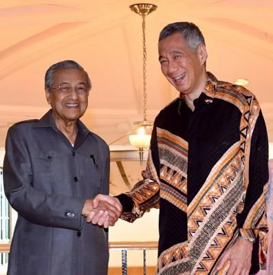 李显龙今年5月19日拜访马哈迪时摄。(档案照)