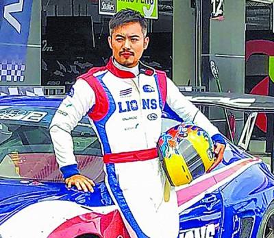 范逸臣的赛车手造型帅气性格。