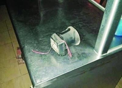贼徒切断电源,闭路电视、警铃无法操作。