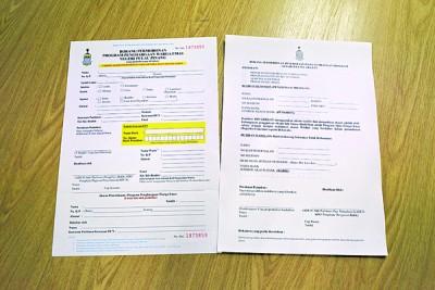 新申请者可到各选区服务中心领取或提交申请表格(左);旧受惠者也可到各选区服务中心领取或提交改用EFT的表格(右)。