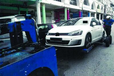 拖欠罚单的车主有难,威省市政局执法组正式展开拖车行动。