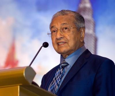 """马哈迪描写大马现在是""""剩下半条命的虎"""",然而借以时日将重拾昔日辉煌。"""