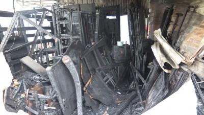同批原本要充满送给顾客的家电被大火付之一炬。