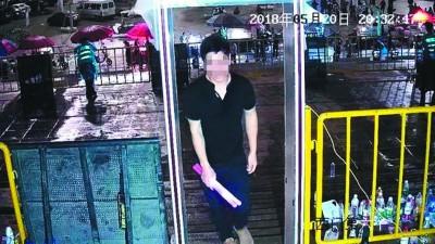 逃犯通过演唱会检票闸门时,警方接到预警信息。