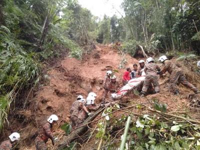 金马仑早前发生土崩,3人遭活埋。